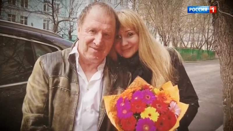 Прямой эфир: выпуск 02.08.2018 - 70-летний актер Владимир Стеклов впервые покажет свою новорожденную дочь
